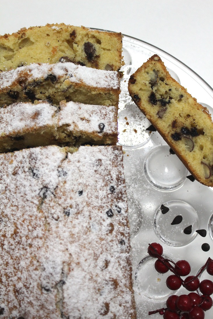 Chocolate Chip & Almond Loaf - Devaneios de Chocolate